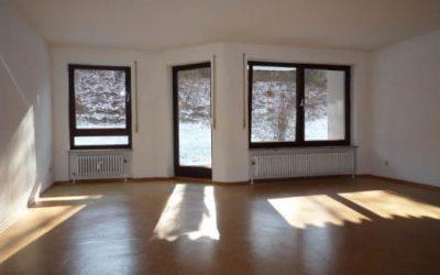 — VERKAUFT — EG-Whg. im Herzen von Eningen! Terrasse, viel Grün