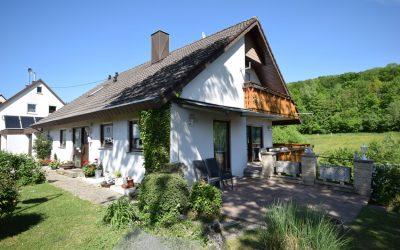 — VERKAUFT — Pliezhausen/Rübgarten: Terrassen-/Balkon-Naturparadies – mitten im Grünen/ Ortsrandlage! EFH m. ELW