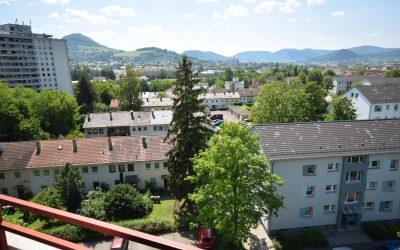 RT/Voller Brunnen: 4-Zi.-HH-Whg. im 7.OG/ Aufzug, SW-Balkon – tolle Sicht ins Grüne!