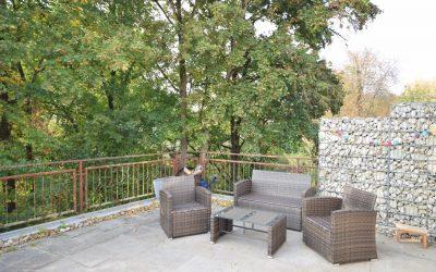 Häusle mit einer Prise von südländischem Flair und 1-Zi.-ELW sucht Nachfolger… – Gut renoviert – 40 m² Terrasse und grosse GARAGE