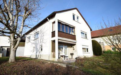 — VERKAUFT — 860 m² Grundstück – herrlicher Garten, freist. Einfamilienhaus mit 2-Zi.-ELW,