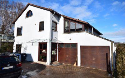 — VERKAUFT — In allerfeinster Randlagensackgasse – Reutlingen-Altenburg: freist. Einfamilienhaus mit ELW