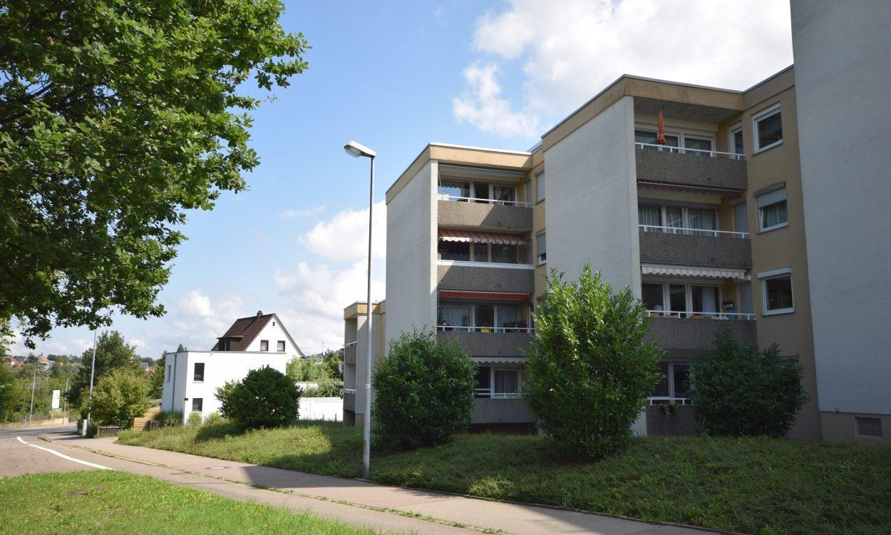 RT/Kreuzeiche – 2 Min. zum Freibad! Schön renovierte 3-Zi.-EG-Wohnung – keinerlei Stufen, Balkon, TG u. Stpl.!