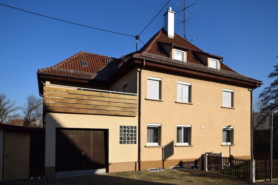 RT/Betzingen – Viel Haus und Fläche für´s Geld! Großes Wohnhaus mit 9 Zimmer und 4 Garagen (Altbau)