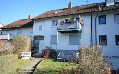 — VERKAUFT —  Pfullingen: Ideal für Immobilieneinsteiger! Günstige 2-Zimmer-Dachwhg. in ruhiger Halbhöhenlage – im 3-Familienhaus!