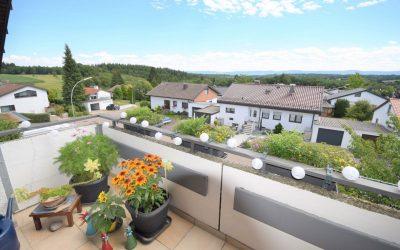 — VERKAUFT — _______________   Schdf.-Oberberken: Gelegenheit! Günstige Dachwhg. mit Balkon u. herrlicher Aussicht – Garten, Stpl
