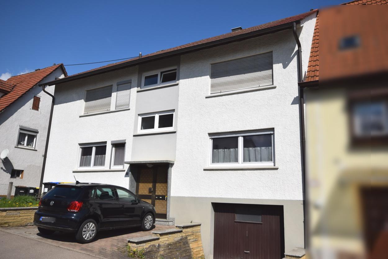 — VERKAUFT — RT/Sickenhausen- Älteres Zweifamilienhaus mit viel Potenzial, Platz und Ausbaumöglichkeiten