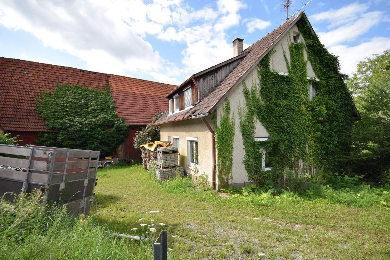 ## RESERVED ##  Tolles Mehrfamilienhaus Bauträgergrundstück in Schlaitdorf